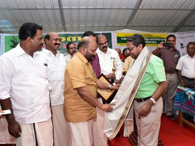 Venukumar receiving Award from Agri. Minister